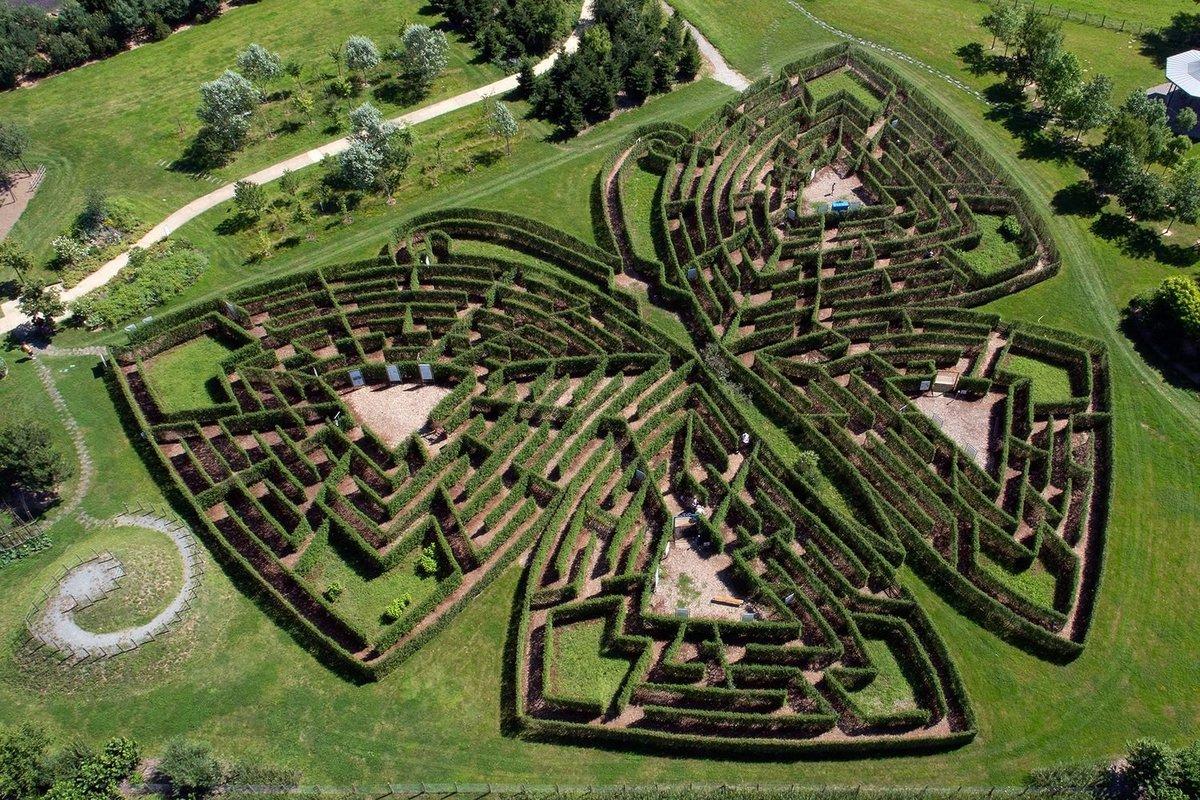 labyrinthe-jardins-de-colette-varetzcopyrightmichel-blot_1500_1000.thumb.jpg.6a1fc8cf5054120b17690b87a5244fd0.jpg
