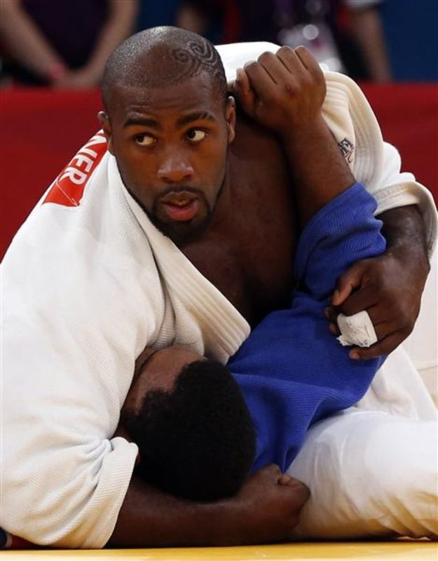 444092-france-s-teddy-riner-fights-with-cuba-s-oscar-brayson-during-their-men-s-100kg-quarterfinal-judo-mat.thumb.jpg.8f4bd51922e034f0aa30e4dca5a71880.jpg