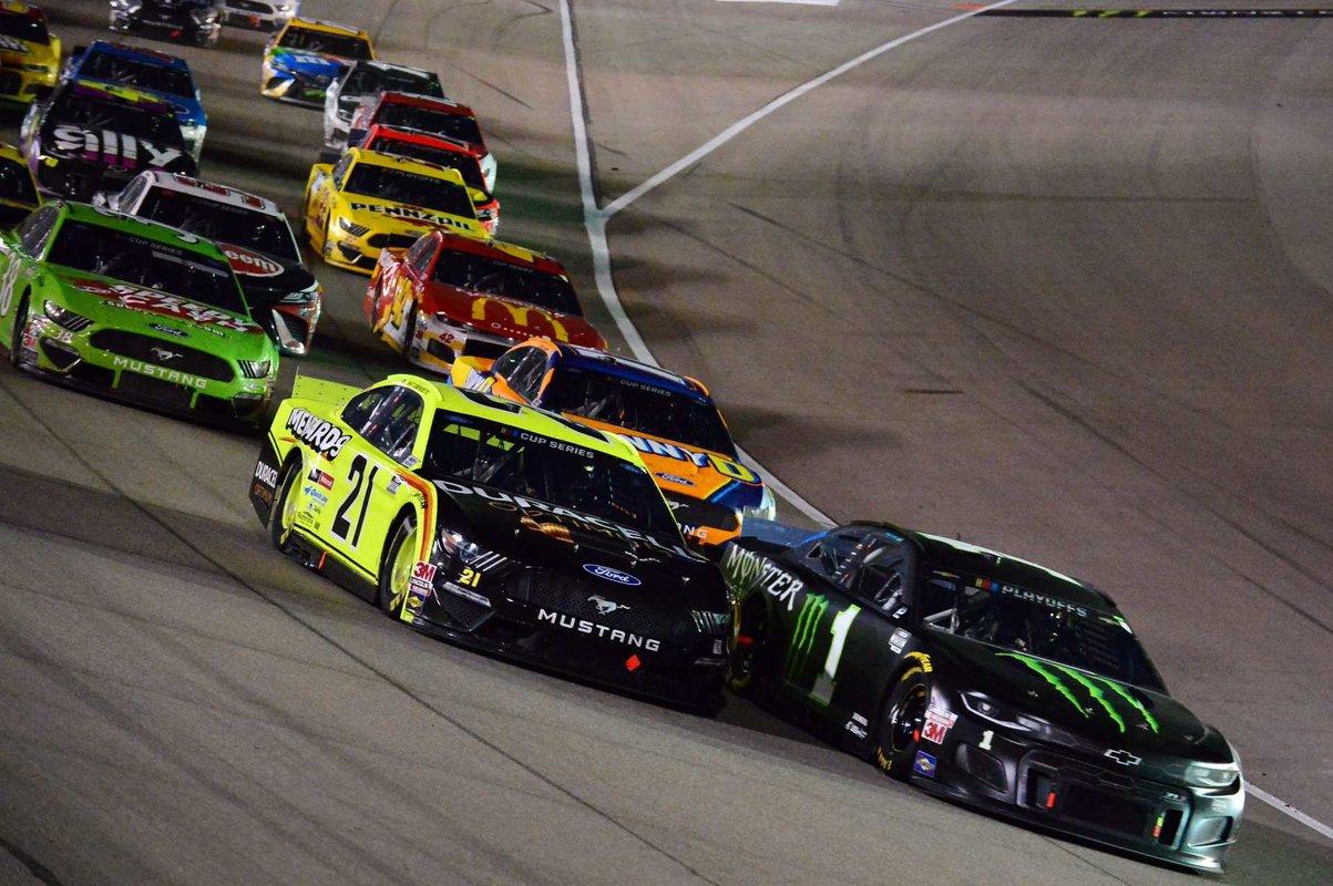 1601373908_Matt-DiBenedetto-explique-pourquoi-la-performance-en-NASCAR-ne-se.thumb.jpg.9394420a180a3f4cab2e800ca1c7b9a9.jpg